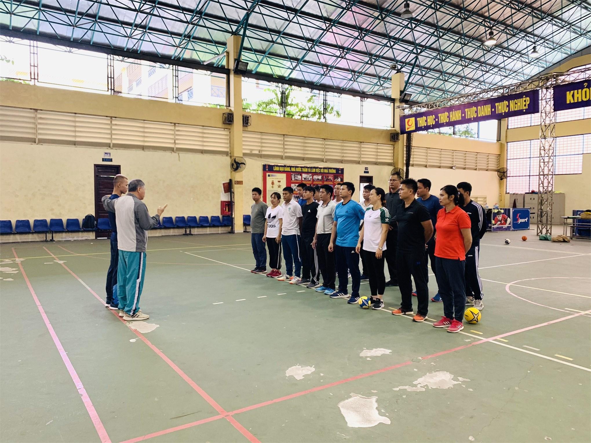 Tập huấn nâng cao trình độ môn Bóng ném cho giảng viên, giáo viên Trung tâm Giáo dục Thể chất và Thể thao năm học 2020 – 2021